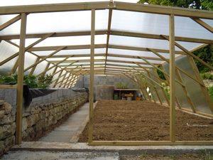 La serre de 50 m2 en bois et polycarbonate