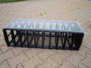 Pose d'une protection anti musaraignes sur tiroirs d'élevage de vers de farine.