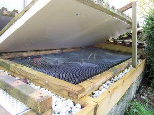 Grillage de prévention de la mortalité par saut des truites hors du bassins. Protège aussi des intrusions de crapauds, hérons ...et feuilles mortes.