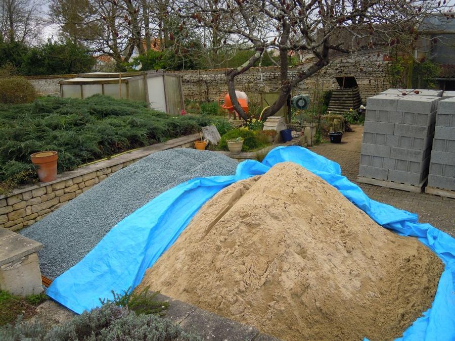 Autoconstruire en aquaponie : la cour des matériaux!