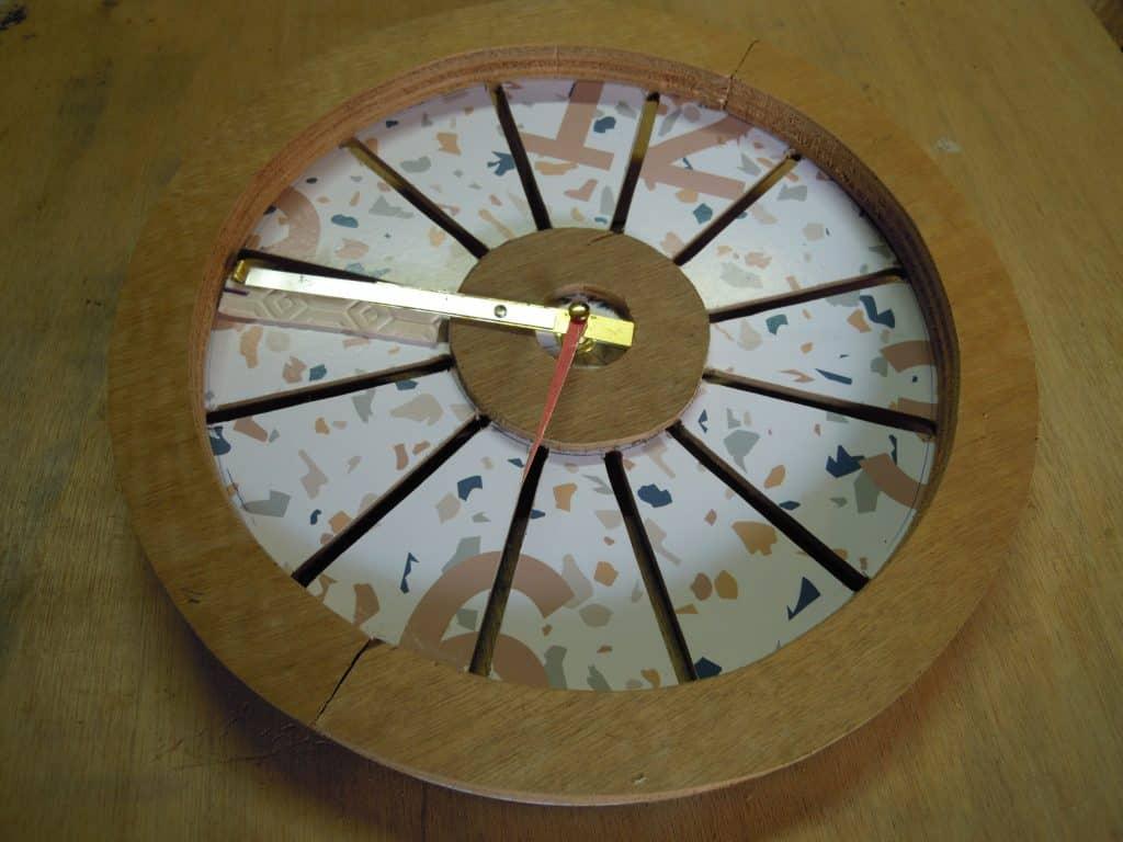 Nourrisseur réalisé à partir d'une simple horloge