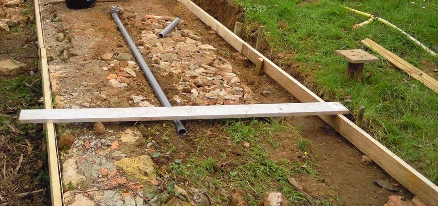 Installation de la canalisation de vidange du bac de culture vers les bacs à truites